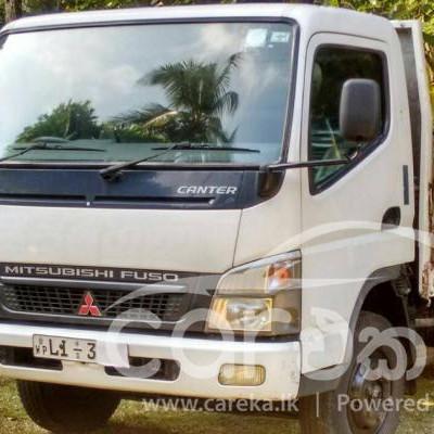 Mitsubishi Canter lorry 2011