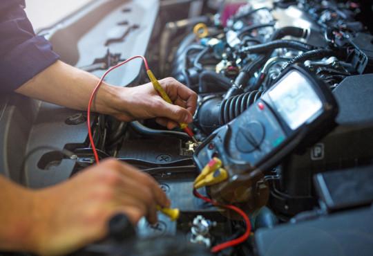 කාර් එකේ බැටරිය මාරු කරන්න ඕනේ වෙන්නේ මොන වගේ වෙලාවටද ? Is it time to change your car battery ?